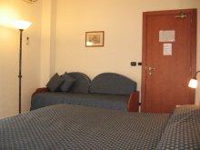 Hotel Selene triple room