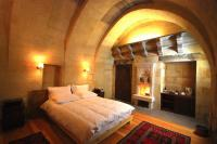 Stone arch standard room